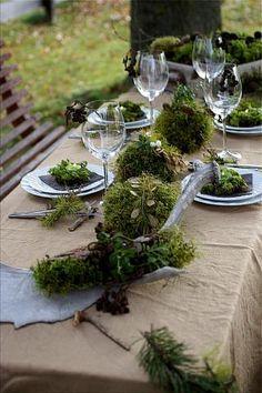 Tischlein deck dich ... mit Moos! Tischdekoration mit Moos (Bildquelle: Living and Green)