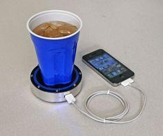 Cargador para el telefono que funciona con el calor de la bebida.