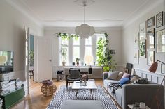 The ability of Swedish designers to easily fit their signature modern interior into a grandeur space of the historic buildings has always fascinated us. ✌Pufikhomes - source of home inspiration Interior Design Living Room, Modern Interior, Interior Decorating, Gravity Home, Scandinavian Apartment, Apartment Living, Vintage Furniture, Sweet Home, Inspiration