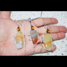 """Yellow Marble Agate & Citrine Statement Sets ✂️SALE✂️Sunny & Happy Color.Earrings:20g,lenght:2.5""""Pendant:2.5""""Please note that the photos are enlarge slightly for your convenience so make sure to notice the actual measurements of the item on the """"product description"""" as it maybe smaller than the representing photo. Colors of the stone also may be slightly vary than the pictures due to light.These are all handmade items in my closet so please do not expect perfection. Thank you so much for…"""