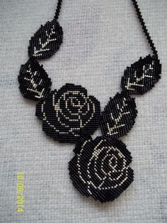 This is a very different and simple flower necklace Seed Bead Necklace, Seed Bead Jewelry, Beaded Jewelry, Handmade Jewelry, Beaded Necklace, Beaded Bracelets, Rose Necklace, Necklaces, Seed Beads