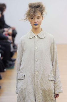 2013 S/S COMME des GARCONS COMME des GARCONS - Absolutely Fabulous! Looks like she crawled out of a cardboard box on the street and walked onto the runway! Love IT!