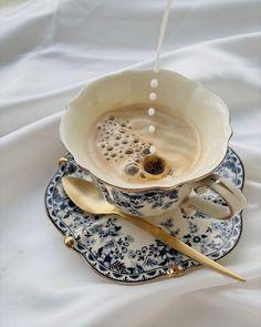 Cream Aesthetic, Aesthetic Coffee, Coffee Latte, Coffee Shop, Saturday Coffee, Coffee Photography, Fibres, Pretty Cakes, Food Design
