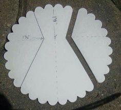 Scallop Circle dress and directions (for wedding cards or something fancy?Scallop Circle dress and directions. Make sure the centre is lined up accurately…Scallop Circle dress and directions-why can't I think of these simple things?Scallop Circle d Dress Card, Diy Dress, Bridal Shower Cards, Punch Art Cards, Paper Punch Art, Card Making Techniques, Card Tutorials, Dress Tutorials, Card Sketches