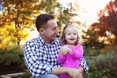 Fort Worth Family Photographer, Family of four, Fort Worth Botanic Gardens, Fall photos, what to wear, sisters, dad and daughter, Father's day photo