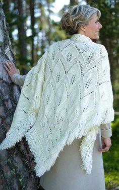 Lovely free pattern by Novita. Knit Crochet, Crochet Hats, Crochet Leaves, Knitted Shawls, Knitted Scarves, Bobbin Lace, Shawls And Wraps, Knitting Yarn, Knit Patterns