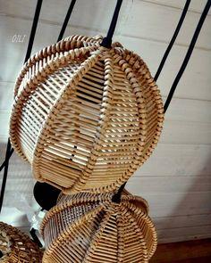 587 отметок «Нравится», 41 комментариев — Ольга Рыжкова (@ryzhkova_oili) в Instagram: «Плетеные шарики - абажуры) впервые попробовала этот плетения, понравилось плести и результат тоже…» Willow Weaving, Basket Weaving, Wicker Pendant Light, Bamboo Light, Bamboo House, Newspaper Basket, Craft Accessories, Wicker Furniture, Lampshades