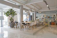 Do's Interiors | In onze showroom aan de Aalsterweg 89 te Eindhoven ziet en koopt u een bijzondere collectie moderne meubels, verlichting, stoffering, behang, verf en woonaccessoires. www.do-s.nl
