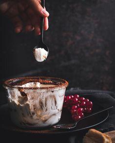 Tiramisu bez vajec Chocolate Fondue, Tiramisu, Desserts, Food, Tailgate Desserts, Deserts, Essen, Postres, Meals