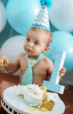 38 trendy birthday pictures with balloons cake smash Baby Cake Smash, 1st Birthday Cake Smash, Baby Boy First Birthday, Smash Cakes, 1st Birthday Photoshoot, Its A Boy Balloons, 1st Birthday Pictures, Birthday Ideas, Photo Deco
