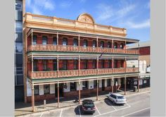 Rest your weary head in historic style.   The George Hotel Ballarat is a classic hotel refurbished to offer modern accommodation options perfect for a weekend stay.