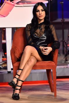 Celebrity Updates, Sexy Skirt, Tv Shows, Wonder Woman, Street Style, Legs, Superhero, Studio, Chic