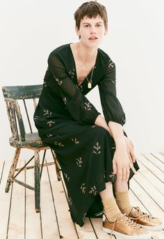 madewell nightflower maxi dress worn with the treasure pendant necklace + veja™ esplar sneakers.