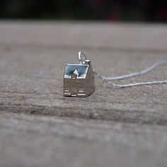 Tutorial: Make this cute, quirky necklace pendant from a house belonging to an old Monopoly game!