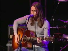 Alter Bridge - Wayward One (Live) Amazing acoustic version of this awesome Alter Bridge song.