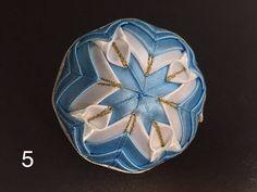 Dekorácie - vianočné patchworkové gule bledomodro-bielo-zlaté - 7148646_
