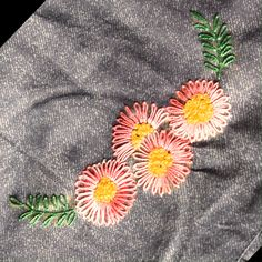hand embroidery stitches for beginners Hand Embroidery Videos, Embroidery Stitches Tutorial, Embroidery Flowers Pattern, Embroidery Techniques, Embroidered Flowers, Flower Patterns, Broderie Simple, Diy Broderie, Creative Embroidery