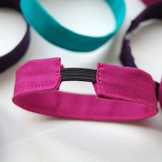 L'usine à bulle: [DIY] Les bracelets en tissu Bracelets Diy, Fabric Bracelets, Handmade Bracelets, Blog Couture, Diy Couture, Homemade Jewelry, Diy Jewelry, Jewelry Making, Armband