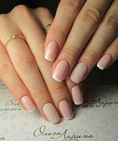 False nails have the advantage of offering a manicure worthy of the most advanced backstage and to hold longer than a simple nail polish. The problem is how to remove them without damaging your nails. Nail Manicure, Diy Nails, Shellac French Manicure, Color French Manicure, Crome Nails, Do It Yourself Nails, Nails 2018, Neutral Nails, French Tip Nails