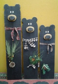 Black+Wood+Bear Xmas Crafts, Wood Crafts For Christmas, Christmas Crafts To Sell Bazaars, Pallet Projects Christmas, Pallet Wood Christmas, Country Wood Crafts, Scrap Wood Crafts, Primitive Wood Crafts, Diy Wooden Crafts