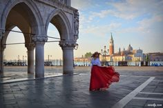 Fashion and travel blogger from Russia photoshoot in venice venezia Ninelly.com фотосессия венеция