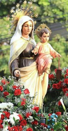 Lovely statue of Mother Mary and the infant Jesus. Blessed Mother Mary, Blessed Virgin Mary, Religious Pictures, Religious Art, Mont Carmel, Lady Of Fatima, Mama Mary, Mary And Jesus, Holy Mary