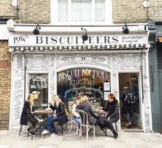 If their biscuits are as good as their shop façade, this must be heaven on earth! 🍪 #NottingHill