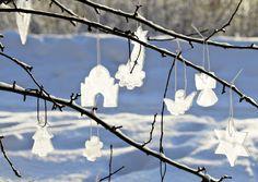 Hauskat jääkoristeet tehdään piparimuottien avulla. Katso Meidän Mökin ohjeet ja…