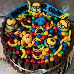 Kit Kat Minion Cake