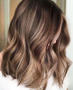 35 Balayage Hair Color Ideas for Brunettes in 2019 The French hair coloring technique: Balayage. balayage hair color ideas for brunettes in 2019 allow to achieve a more natural and modern eff. Brown Hair With Blonde Highlights, Brown Hair Balayage, Hair Color Balayage, Subtle Highlights, Ash Blonde, Balayage Bob, Light Blonde, Brown Highlighted Hair, Brunette With Blonde Balayage