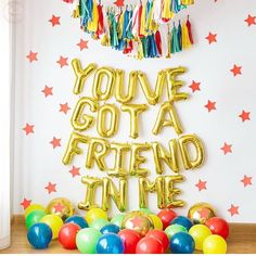 And what better way to show it than some gold foil balloons? 🎈🎈🎈 Major party inspiration via. 4th Birthday Parties, Birthday Balloons, Birthday Party Decorations, Themed Parties, Mouse Parties, Party Themes, Birthday Ideas, Third Birthday Girl, Toy Story Birthday