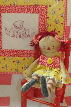 Primitive Kitty Ann Raggedy and Quilt by PrindleMountainPrims Turquoise Cottage, Yellow Cottage, Dorothy Ann, Sweet Hug, Farm House Colors, Primitive Patterns, Raggedy Ann And Andy, Doll Quilt, Bear Doll