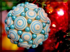 Vánoční ozdoba na stromek * quilling a korálky