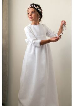 Petritas romantic communion dress Choosing baptismal dresses for children … Première Communion, Holy Communion Dresses, Baby Girl Fashion, Kids Fashion, Girls Baptism Dress, Stylish Girl, Ideias Fashion, White Dress, Flower Girl Dresses