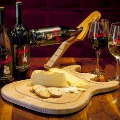 Cut food like a rock star with this Fender Stratocaster Cutting Board.This guitar-sized cutting board is shaped like the body of a Fender … Fender Stratocaster, Fender Guitars, Rock Bar, Band Rooms, Diy Cutting Board, Wood Cutting, Instruments, Cnc Projects, Wine Collection
