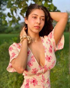 Indian Tv Actress, Indian Bollywood Actress, Bollywood Girls, Indian Actresses, Actress Pics, Beautiful Girl Photo, Beautiful Girl Indian, Beautiful Women, Sonarika Bhadoria