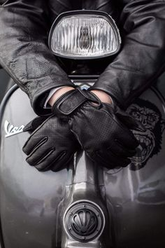 Motor bike art wheels 26 Ideas for 2019 Vespa Piaggio, Scooters Vespa, Lambretta Scooter, Vespa Gt, Retro Motorcycle, Bobber Motorcycle, Moto Bike, Vespa Vintage, Vintage Cars