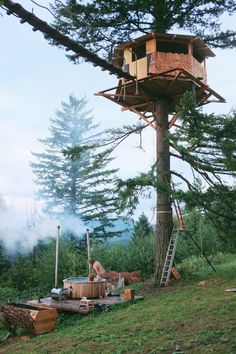 """wolf-66: """" freeoffear-fulloflove: """" Most awesome tree house. ..and a hot tub, wkd  """" Campsite at its best """""""