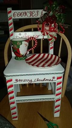 40 Top Diy Painted Chair Designs Ideas Try - Front porch Christmas - Chair Design Christmas Chair, Christmas Art, Christmas Projects, Christmas Decorations, Christmas Ornaments, Hand Painted Chairs, Kids Painted Furniture, Wooden Chairs, Holiday Crafts