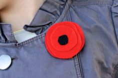 How to make Red Felt Poppy flower tutorial for Remembrance Day. Remembrance Day Activities, Remembrance Day Poppy, Paper Plate Poppy Craft, Poppy Craft For Kids, How To Make Red, Poppy Pins, Crafts For Seniors, Senior Crafts, Poppy Pattern