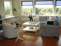 Beach House Beautiful - traditional - family room - boise - by Judith Balis Cottage Style Living Room, Beach Living Room, Eclectic Living Room, Transitional Living Rooms, White Cottage Kitchens, Traditional Family Rooms, Living Room Inspiration, Beautiful Homes, House Beautiful