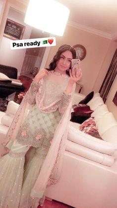 OMG SO PRETTY -  OMG SO PRETTY Desi Wedding Dresses, Pakistani Formal Dresses, Pakistani Dress Design, Indian Wedding Outfits, Pakistani Outfits, Bridal Outfits, Indian Outfits, Pakistani Clothing, Indian Attire