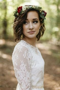 These short wedding hairstyles don't fall short on elegance. From pixies to long bobs, there are elegant bridal hairstyles for every type of bride. Fall Flower Crown, Flower Crown Wedding, Wedding Hair Flowers, Bridal Flowers, Flowers In Hair, Wedding Dresses, Hair Wedding, Flower Crowns, Wedding Lace