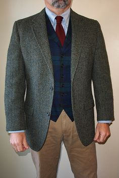 A discussion forum for men's clothing and women's clothing with sections for classic tailored clothing, custom tailored clothing, and fashion, as well as advice and tips on what to wear, how to properly wear it, and the history of men's fashions plus general discussion forums.