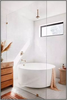 Bathroom interior 418271884143391287 - 6 Details We're Stealing From Garance Doré's Breezy California Bathroom Source by celestino_id Beautiful Bathrooms, Modern Bathroom, Small Bathroom, White Bathroom, Minimalist Bathroom, Japanese Bathroom, Colorful Bathroom, Bohemian Bathroom, Natural Bathroom