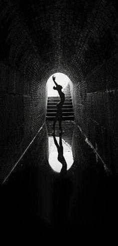 ballerina photo, bianco e nero. Dancers photos, black and white Silhouette Photography, Dance Photography, Street Photography, Portrait Photography, Photo Black, Black And White Pictures, Silhouette Fotografie, Photo D Art, Belle Photo