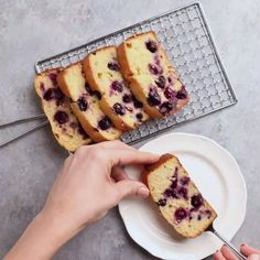 Welcome spring with this fresh and light Lemon Blueberry Bread It s easy to make with simple ingredients and comes out moist fluffy packed with flavor Loafs Easy Baking Blueberry Recipes Lemon Loaf recipes Sweet Recipes, Healthy Recipes, Healthy Lunch Ideas, Healthy Apple Desserts, Healthy Muffins For Kids, Paleo Kids, Healthy Sweet Snacks, Easy Baking Recipes, Healthy Smoothie Recipes