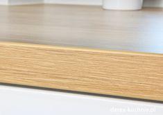 Biała kuchnia z drewnianym blatem - Darex Szczecin Bamboo Cutting Board, Led, Retro, Kitchen, Cooking, Kitchens, Retro Illustration, Cuisine, Cucina