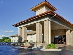 Okemos (MI) Comfort Inn United States, North America The 2-star Comfort Inn offers comfort and convenience whether you're on business or holiday in Okemos (MI). The hotel has everything you need for a comfortable stay. Service-minded staff will welcome and guide you at the Comfort Inn. Some of the well-appointed guestrooms feature television LCD/plasma screen, wake-up service, desk, alarm clock, telephone. The hotel offers various recreational opportunities. Comfort Inn is an ...