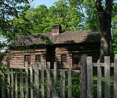 Dates: up to 1850s.  Features: Log walls; one- to three-room layout, sometimes with a center passage (called a dogtrot).    The earliest settler houses went up quickly, using the most abundant material around—wood—to protect against the harsh weather. Log cabins were common in the middle Atlantic colonies, like this Appalachian house.